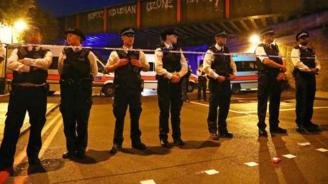 الشرطة البريطانية تطوق مكان الحادث