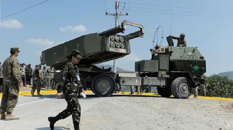 راجمات صواريخ أمريكية في جنوب سوريا