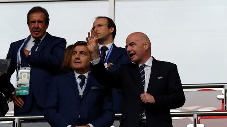 رئيس الفيفا جياني إنفانتينو يتابع مباراة البرتغال والمكسيك في قازان