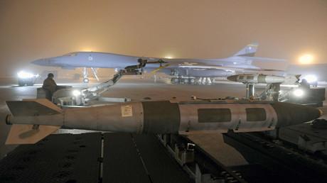 القاذفة الاستراتيجية الأمريكية B-1B