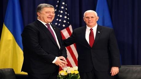 نائب الرئيس الأمريكي مايك بينس، والرئيس الأوكراني بيترو بوروشينكو، مدينة ميونخ 18 فبراير 2017