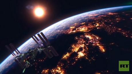 """""""أشعر وكأنني عدت إلى الفضاء"""": رائد أمريكي يبدي إعجابه بفيديوهات RT 360"""