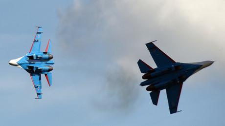 "مقاتلتان روسيتان من طراز ""سو-27""."