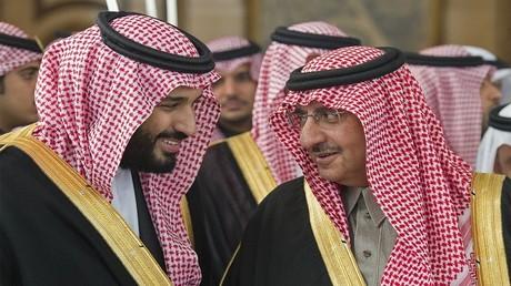 محمد بن نايف يتحدث مع ولي العهد الجديد الأمير محمد بن سلمان