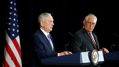 تيلرسون وماتيس خلال مؤتمر صحفي عقب محادثات أجراياها في واشنطن مع نظيريهم من الصين.
