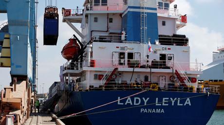 سفينة تركية تحمل مواد غذائية ومساعدات
