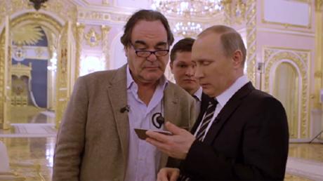 الرئيس بوتين والمخرج الأمريكي أوليفر ستون