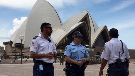 أفراد من الأمن الأسترالي