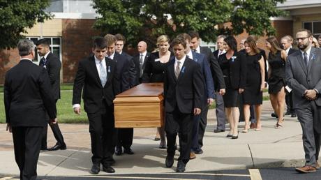 الآلاف يشيعون جنازة الطالب الأمريكي العائد من كوريا الشمالية