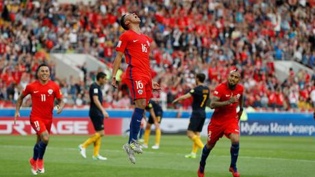 فرحة مارتين رودريغيز بعد إحرازه هدف التعادل في مرمى أستراليا