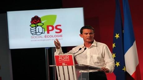 مانويل فالس خلال مؤتمر للحزب الاشتراكي الفرنسي في أغسطس 2015 (أرشيف)