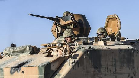 عنصران من القوات التركية