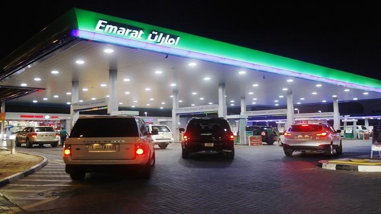الإمارات وعمان تخفضان أسعار الوقود