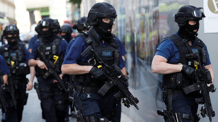 الشرطة البريطانية تعتقل 5 أشخاص للاشتباه بتخطيطهم لشن هجمات إرهابية