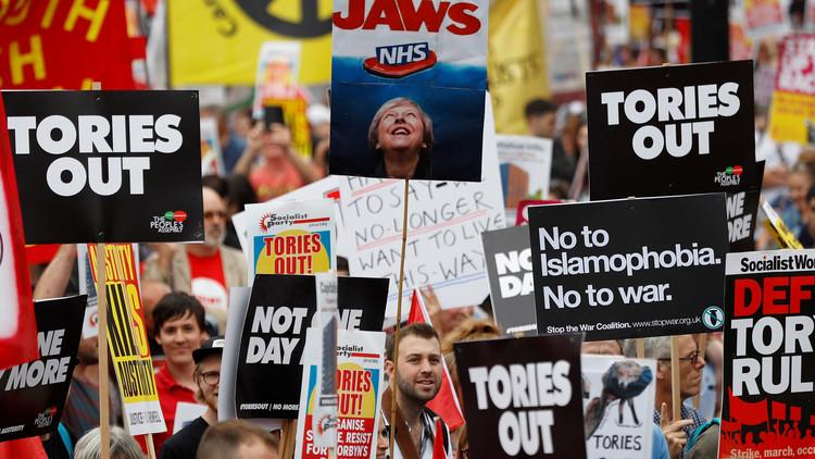 احتجاجات ضد حكومة تيريزا ماي وسط لندن