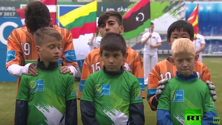 بالفيديو.. كرة القدم لأجل الصداقة بين الأطفال على هامش كأس القارات