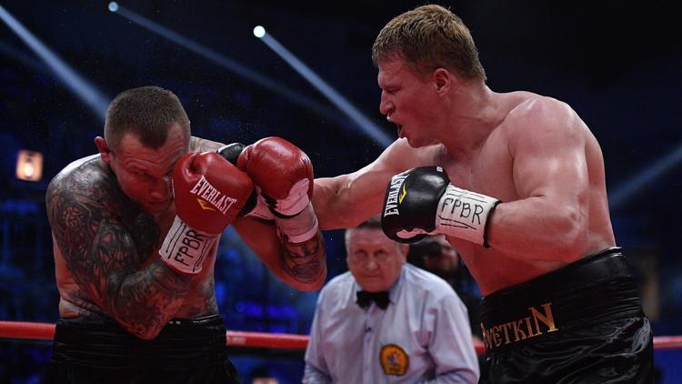 الملاكم الروسي بوفيتكين يفوز على الأوكراني رودينكو