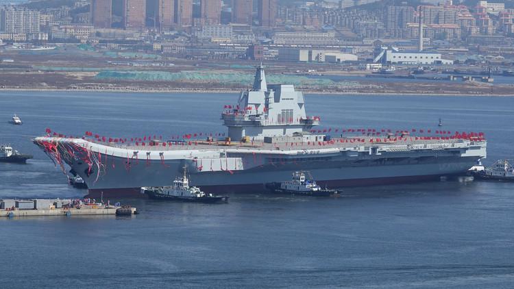 الصين تعرض حاملة الطائرات