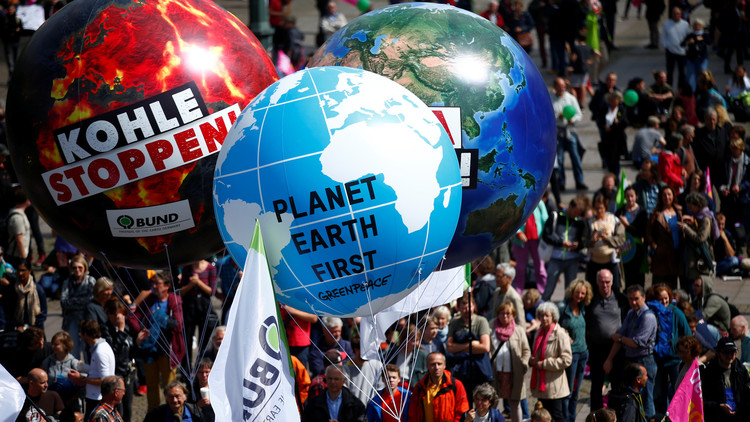 10 آلاف شخص يتظاهرون ضد قمة
