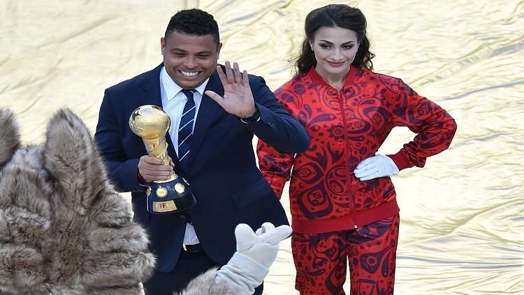رونالدو يحمل كأس القارات إلى ملعب سان بطرسبورغ