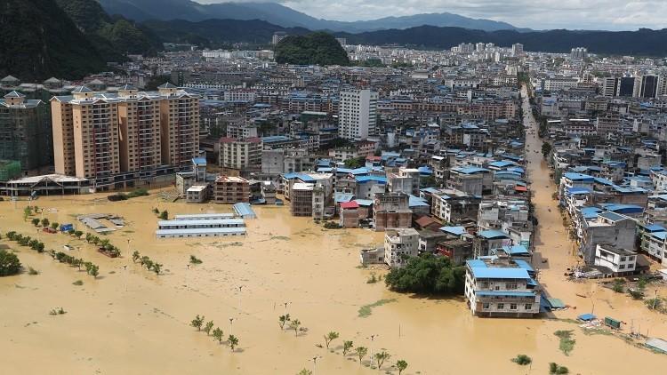 مصرع 15 شخصا وإجلاء عشرات الآلاف جراء الفيضانات في الصين
