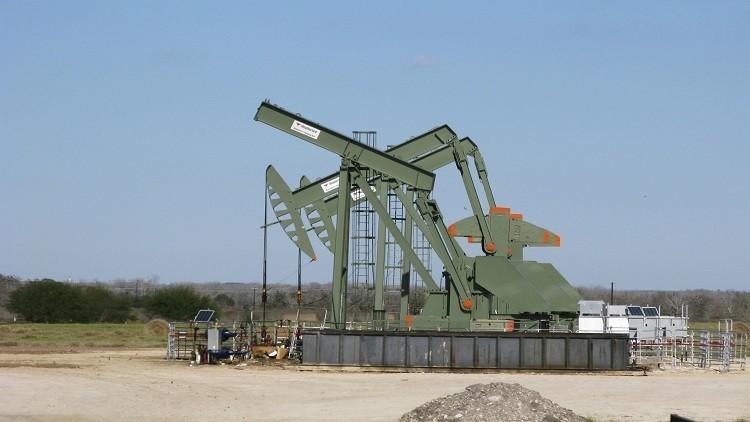 النفط يرتفع نتيجة تقليص منصات الحفر في الولايات المتحدة