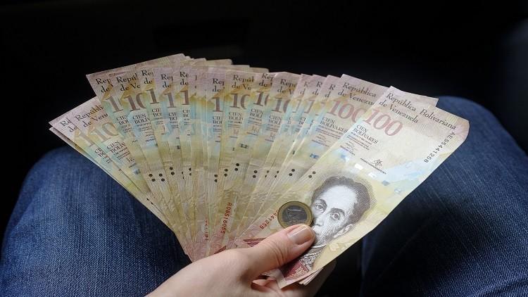 مادورو يرفع الأجور 50% ويتوعد المضاربين