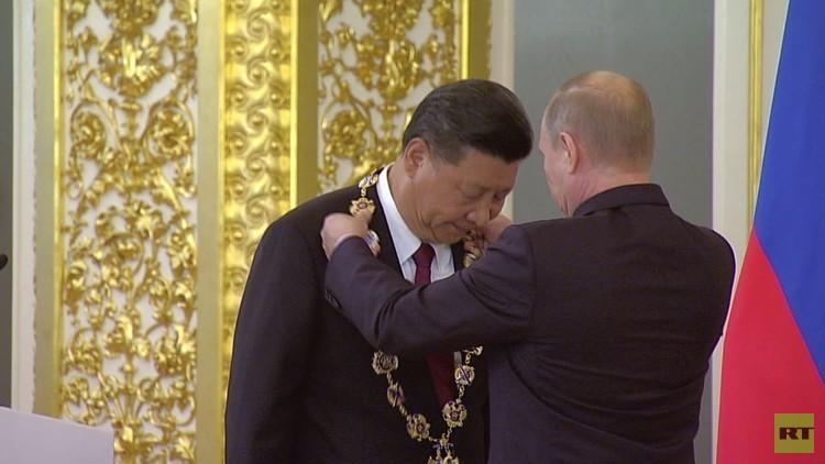 بوتين.. أول زعيم يتقلد وسام الصداقة الصيني الأرفع