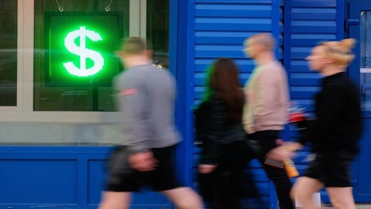 الدولار يرتفع بعد تصريح لوزارة المالية الروسية