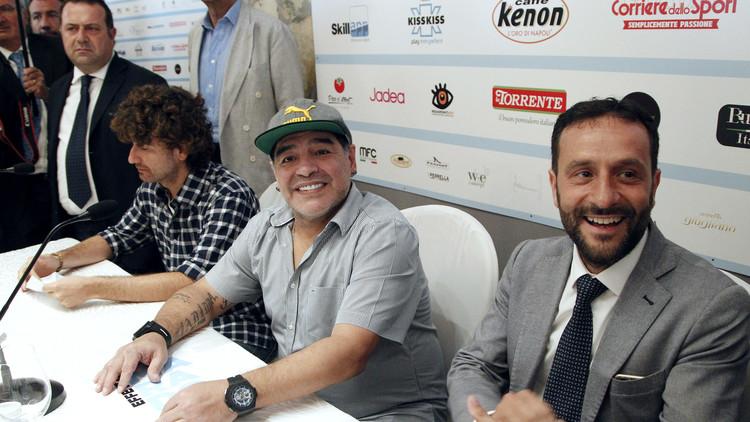 مارادونا يصبح مواطنا فخريا في نابولي