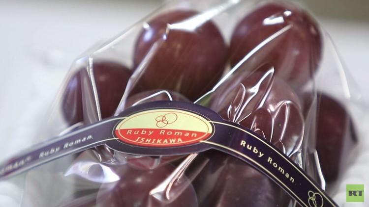 مزاد العنب الباهظ في اليابان وعناقيد
