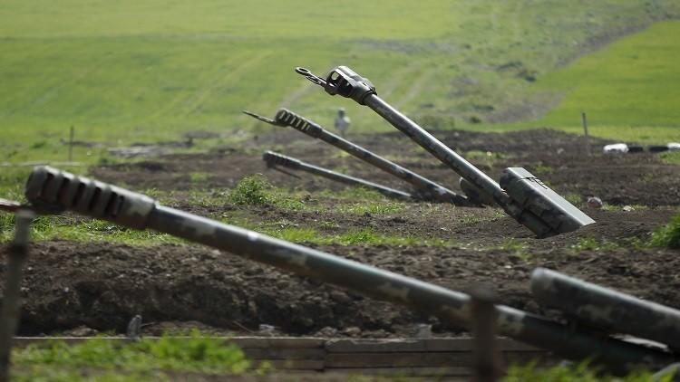وزير دفاع أذربيجان يتفقد جيشه وأنباء عن إطلاق نار على الحدود مع أرمينيا