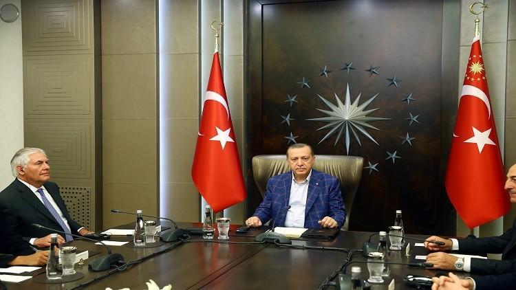أردوغان يجري محادثات مع تيلرسون في اسطنبول
