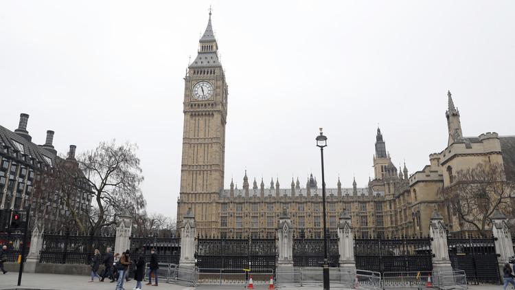 إخلاء البرلمان البريطاني لفترة وجيزة بسبب إنذار بحريق