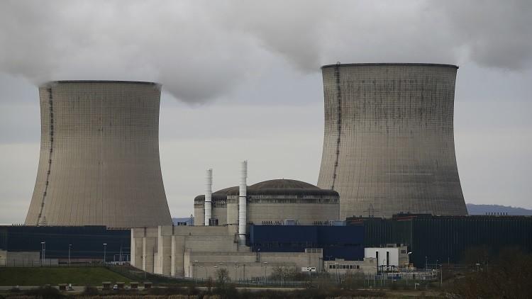 فرنسا تشرع في إغلاق مفاعلات نووية