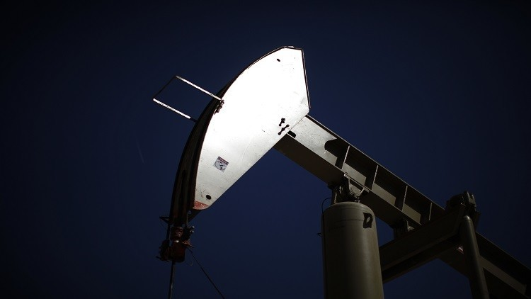 النفط يصعد بفعل توقعات بزيادة الطلب على الخام