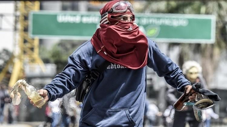 قتيل وعشرات الجرحى خلال تظاهرات احتجاجية بفنزويلا