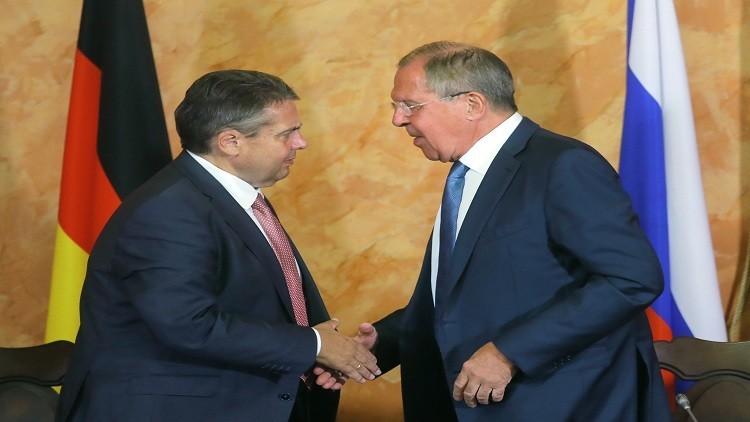 لافروف وغابريل يبحثان في برلين الملفين الأوكراني والسوري