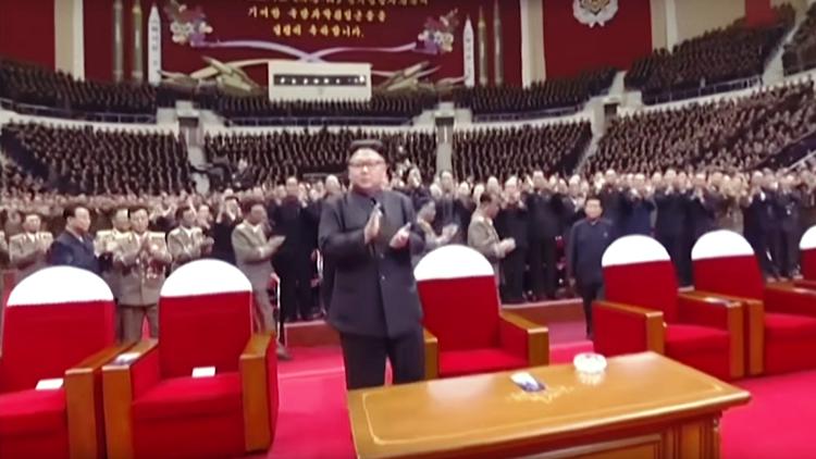 بالفيديو.. زوجة زعيم كوريا الشمالية تظهر للمرة الأولى منذ مارس