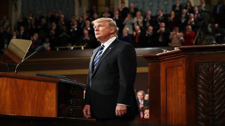 ديمقراطيون يضغطون على ترامب لانتهاج خط صارم مع موسكو