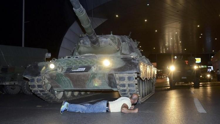 قطري يوثق في كتيب ليلة محاولة الانقلاب بتركيا