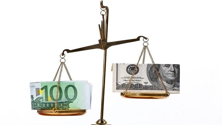 اليورو ينخفض قبيل اجتماع البنك المركزي الأوروبي