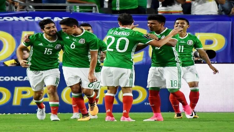 المكسيك وجامايكا إلى نصف نهائي