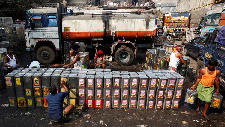 تفكيك شبكة تهريب سرقت 50 مليون ليتر من النفط في الهند