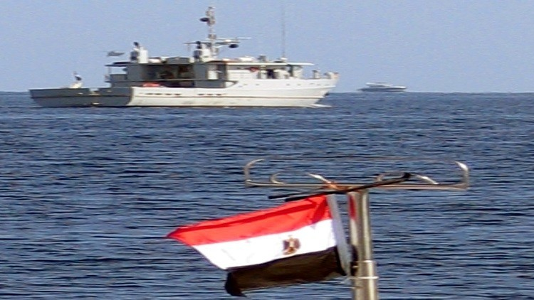 البحرية المصرية تنقذ 10 أشخاص قبالة الغردقة