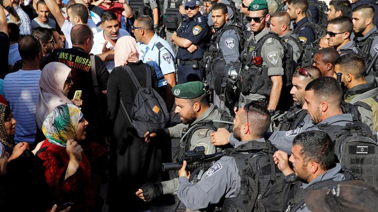 الجيش الإسرائيلي يطرد مصلين فلسطينيين من أحد أبواب المسجد الأقصى