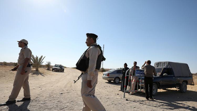 شاهد بالفيديو.. مقتل 7 مدنيين بانفجار سيارة مفخخة شمال سيناء