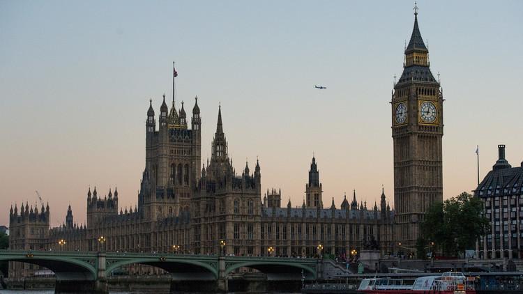بريطانيا توسع برنامج توطين اللاجئين السوريين ليشمل عراقيين وفلسطينيين