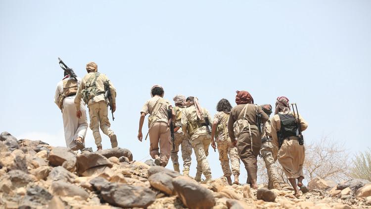 هادي يعلن سيطرة قواته على معسكر استراتيجي في تعز
