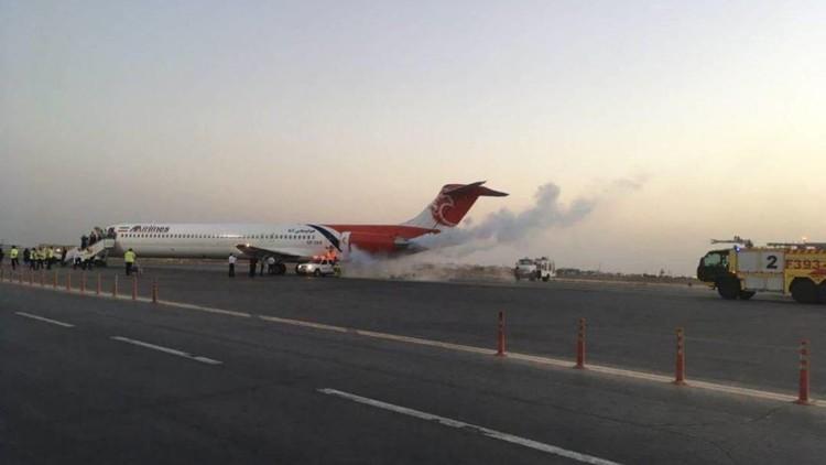 بالفيديو.. اندلاع النيران في طائرة تابعة للخطوط الإيرانية